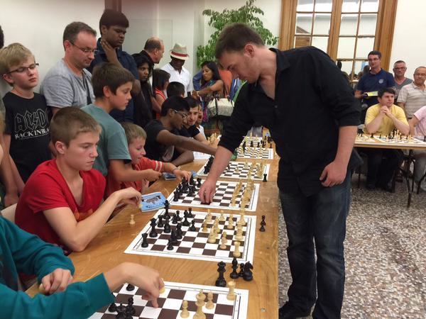 Yannick Gozzoli lors de la Nuit des échecs