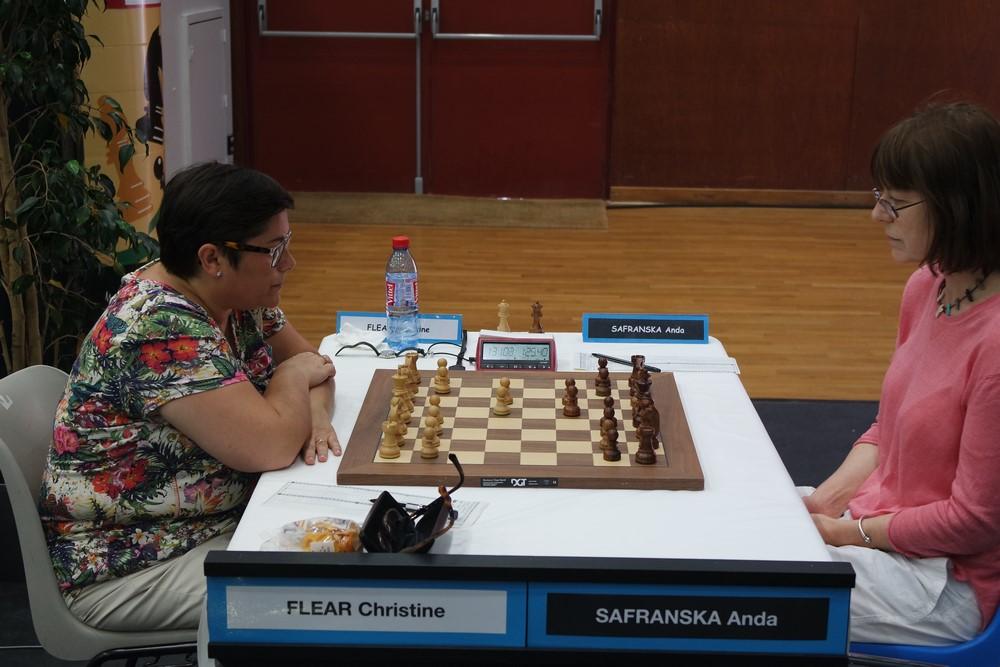 Christine Flear contre Anda Safranska